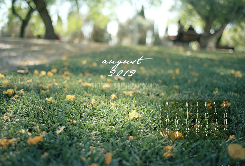 free downloads :: august 2012 desktop calendar