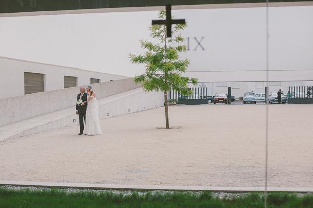 Fotografia de Casamento - Noiva e Pai chegam à igreja