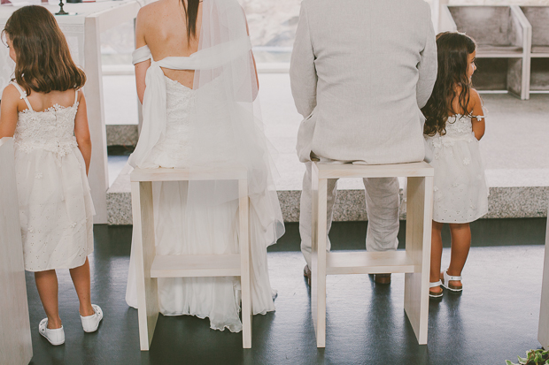 Fotografia de Casamento - Noivos sentados na Igreja de St. António Portalegre