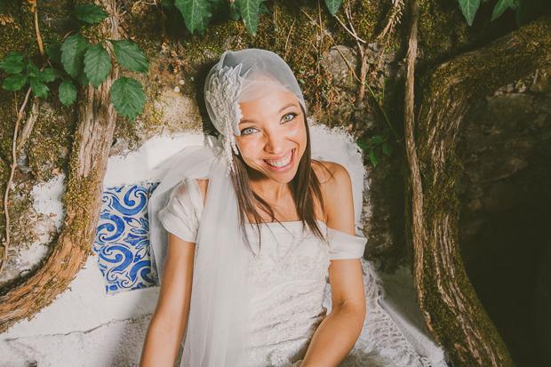 Fotografia de Casamento - Noiva sentada em banco de azulejo