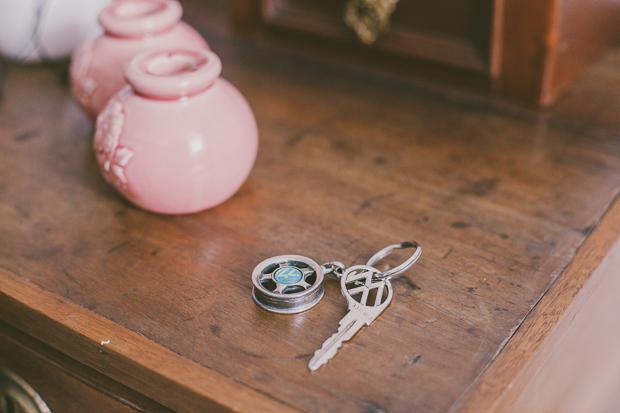 Fotografia de Casamento Detalhes - Chave do Carro dos noivos