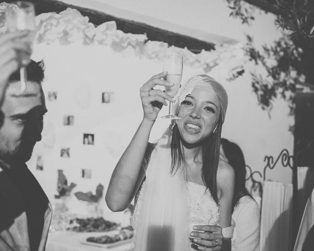 Fotografia de Casamento - Noivos brindam com os convidados