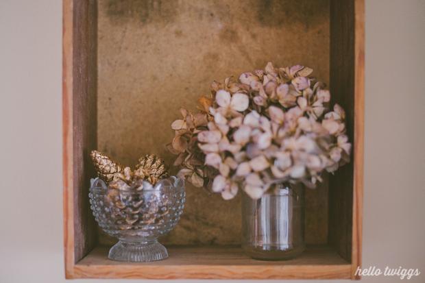 diy :: golden pinecones