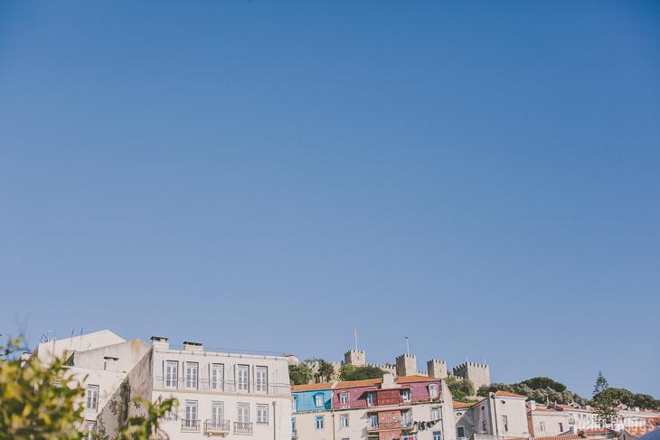 Praça do Martim-Moniz com vista para o Castelo de S. Jorge